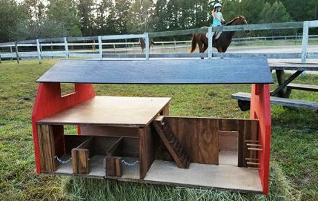 toy horse stables